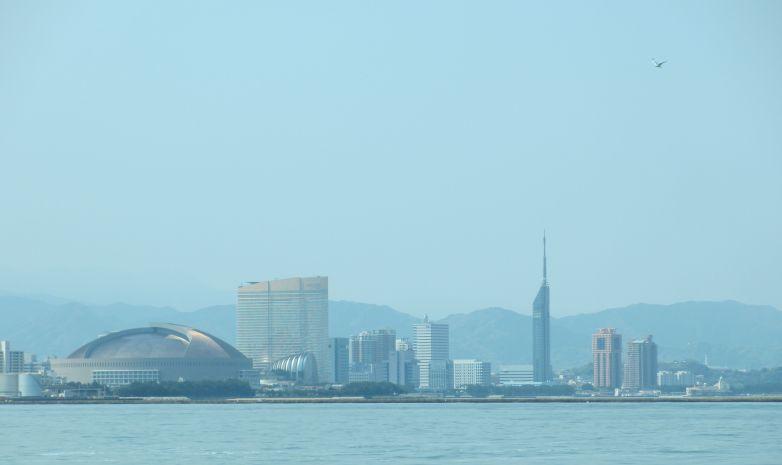 福岡を海から見た