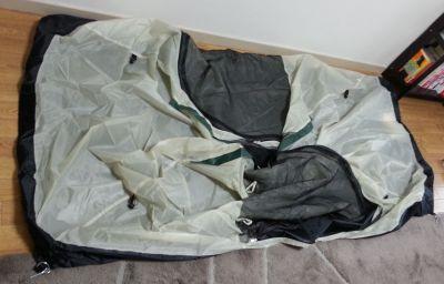 テントを広げた状態